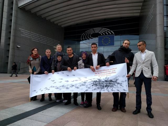 """Zástupcovia iniciatívy """"Zmeň svoje topánky"""" sa na pôde Európskeho parlamentu stretli s europoslancami z rôznych krajín"""