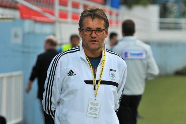 Na snímke tréner Ivan Galád