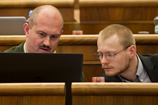 Na snímke poslanci NR SR, vľavo Marian Kotleba a vpravo Rastislav Schlosár (obaja Kotleba - ĽSNS)