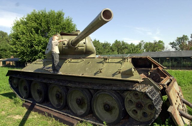 Na snímke tank T 34 z druhej svetovej vojny