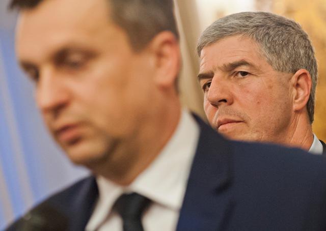 Na snímke v popredí predseda Národnej rady SR Andrej Danko (SNS) a podpredseda parlamentu Béla Bugár (Most-Híd)