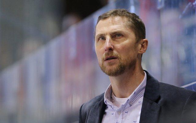 Na snímke tréner Antonín Stavjaňa