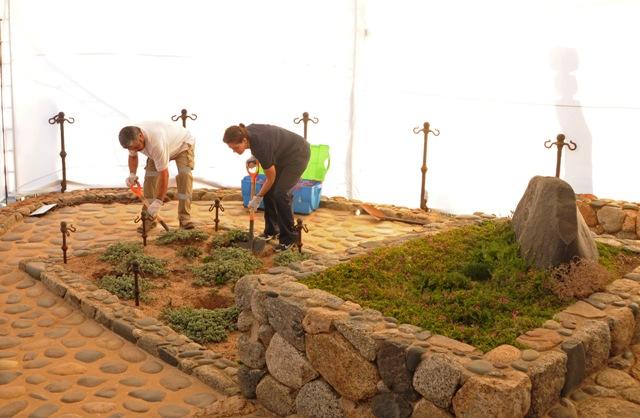 Snímka z 8.apríla 2013, kedy forenzní experti kopú hrob laureáta Nobelovej ceny za literatúru Pabla Nerudu  v stredočilskom mestečku Isla Negra na pobreží Tichého oceánu