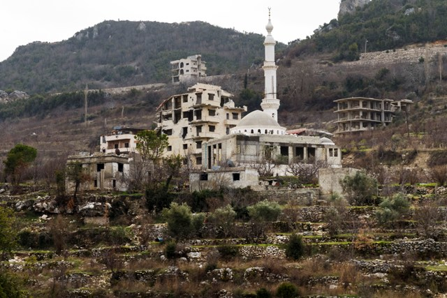 Pohľad na zničené budovy v sýrskej dedine Salma