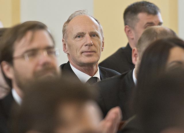 Na snímke uprostred podpredseda Slovenskej národnej strany (SNS) Jaroslav Paška