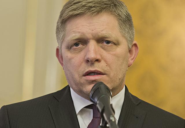 predseda SMER-SD Robert Fico brífing