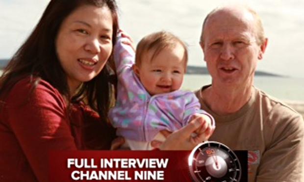Na snímke David Farnell so svojou družkou Wendy Li a malou Pitah