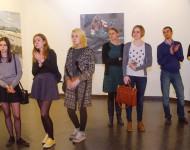 Návštevníci výstavy pri jej otvorení