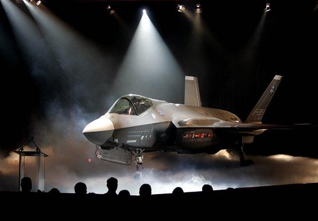 Na archívnej snímke bojové lietadlo F-35 americkej firmy  Lockheed  Martin