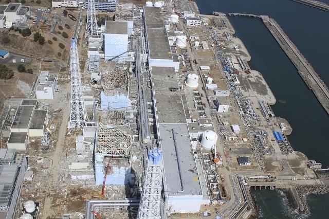 Na archívnej snímke zničená jadrová elektráreň Fukušima