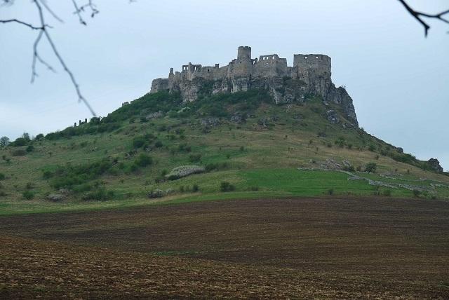 Na snímke severovýchodný pohľad na Spišský hrad v Spišskom Podhradí . Foto: Oliver Ondráš