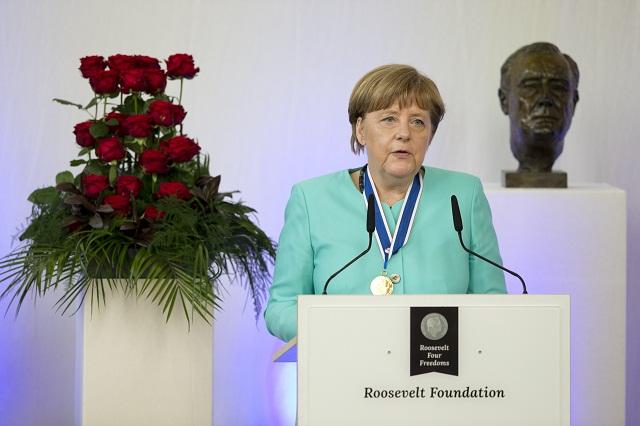Nemecká kancelárka Angela Merkelová počas prejavu po udelení medzinárodnej Ceny štyroch slobôd v holandskom Middelburgu 21. apríla 2016