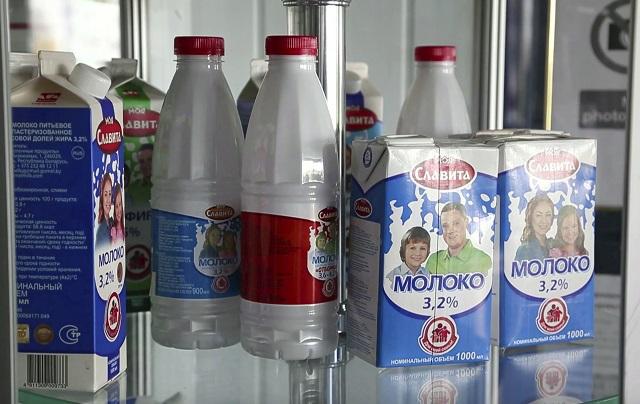 Na snímke z 11. apríla 2016 mliečne výrobky z firmy Milkavita v bieloruskom Choiniki, vzdialenom 60 km severne od jadrovej elektrárne v Černobyle