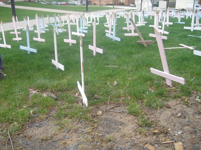 Liberáli vandalizovali symbolický cintorín pre nenarodené deti