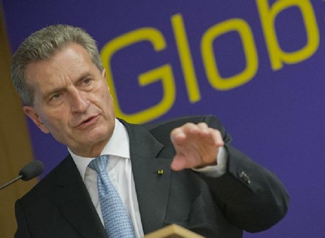 Na snímke komisár EÚ pre digitálnu ekonomiku a spoločnosť Günther Oettinger