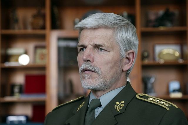 Predseda Vojenského výboru NATO, český generál Petr Pave