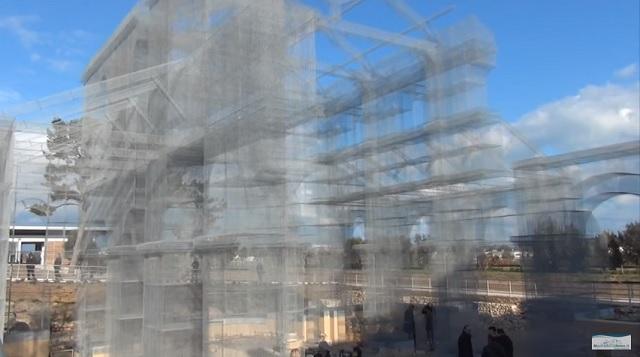 Ranokresťanská bazilika Santa Maria di Siponto znovuoživená jednoduchým drôtovým pletivom