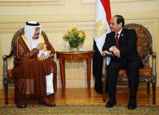 Na snímke saudskoarabský kráľ Salmán a egyptský prezident Abd al- Fattáh Sísí