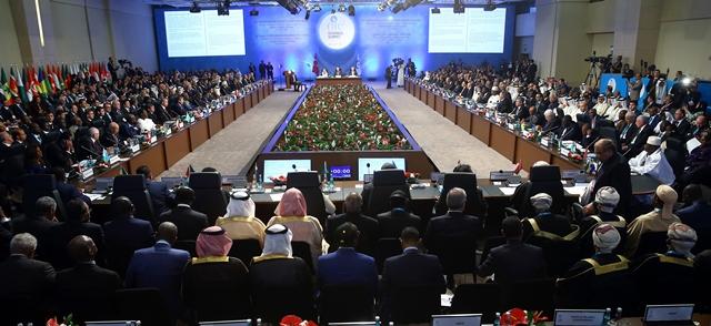 Na snímke lídri a predstavitelia islamských krajín sa zhromažďujú pred začiatkom summitu hláv štátov Organizácie islamskej spolupráce (OIC)