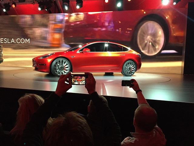 Na snímke Model 3 od výrobcu Tesla