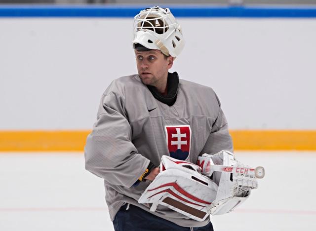 Na snímke brankár slovenskej hokejovej reprezentácie Branislav Konrád