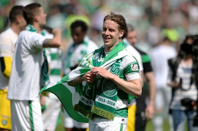 Stefan Johansen zo Celticu Glasgow sa raduje zo zisku titulu v škótskej lige po výhre nad Aberdeenom