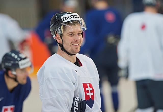 Na snímke slovenký hokejový reprezentant Michal Sersen