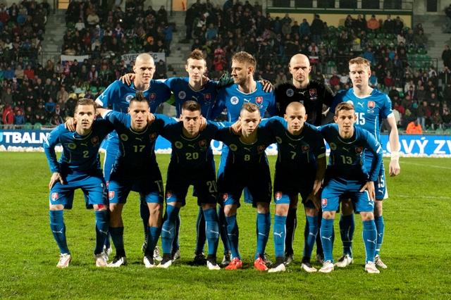 a snímke skupinová fotografia futbalistov Slovenska