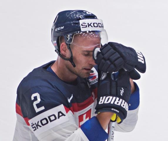 Na snímke kapitán slovenských hokejistov Andrej Sekera po prehre v zápase základnej B-skupiny majstrovstiev sveta v ľadovom hokeji Slovensko - Bielorusko (2:4) v ruskom Petrohrade