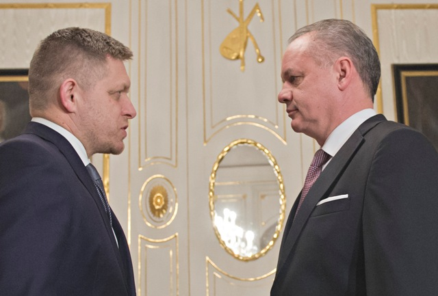Na snímke vpravo prezident SR Andrej Kiska a premiér SR Robert Fico