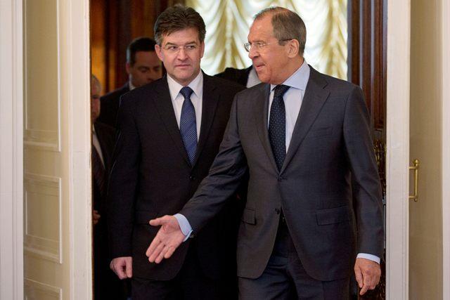 Na snímke minister zahraničných vecí a európskych záležitostí SR Miroslav Lajčák (vľavo) a jeho ruský partner Sergej Lavrov
