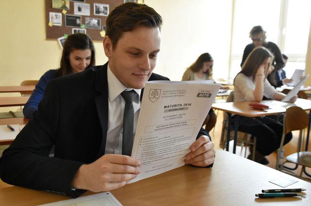 Na snímke písomné maturitné skúšky na Obchodnej akadémii v Trebišove. Ilustračné foto