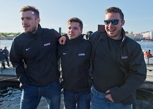 Na snímke zľava Martin Bakoš, Martin Réway a Marko Daňo po návrate z plavby