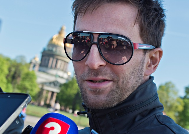 Na snímke  Dominik Graňák v rozhovore s novinármi po návrate s plavby