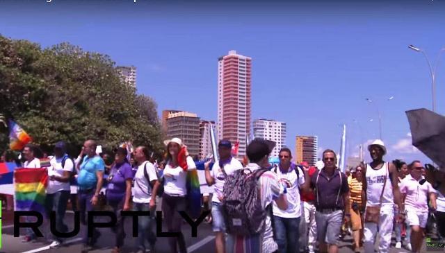 Na čele LGBT sprievodu na Kube bola dcéra Raula Castra - Mariela