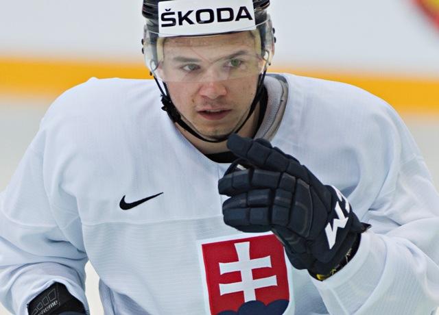 Na snímke slovenký hokejový reprezentant Martin Réway