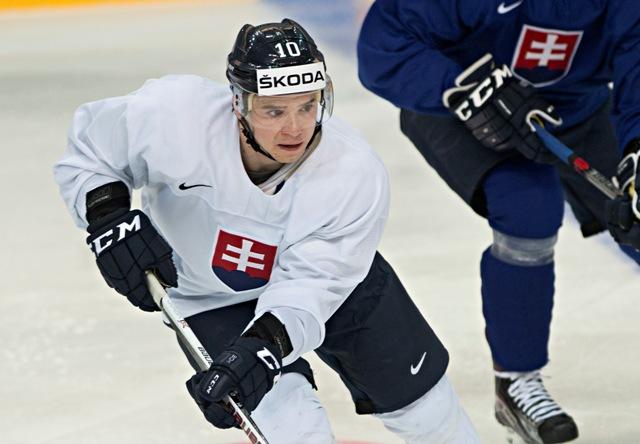 Na snímke hokejista Martin Réway