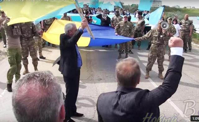 Netradičnú PR akciu zorganizovali niektorí vedúci členovia Chersonskej oblasti Ukrajiny na pohraničnom prechode s Ruskom