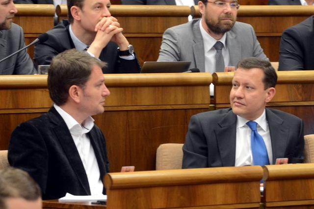 Na snímke vpravo poslanec Daniel Lipšic a vľavo poslanec Igor Matovič (obaja OĽANO-NOVA)