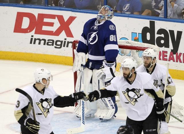 Hokejisti Pittsburghu Penguins sa tešia po prekonaní brankára Tampy Bay Lightning Andreja Vasilevského v šiestom zápase finále play off Východnej konferencie Tampa Bay  Lightning - Pittsburgh Penguins