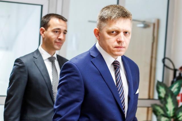 Na snímke zľava minister zdravotníctva SR Tomáš Drucker a premiér SR Robert Fico