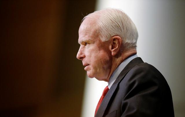 Na snímke americký senátor John McCain