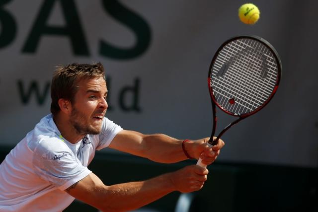 Na snímke slovenský tenista Andrej Martin v zápase 3. kola dvojhry mužov na grandslamovom turnaji Roland Garros v Paríži proti Kanaďanovi Milošovi Raoničovi