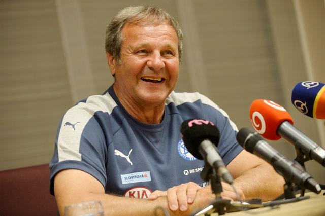 Na snímke tréner slovenskej futbalovej reprezentácie SR Ján Kozák