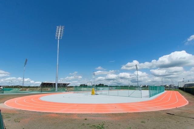 Na snímke tréningový ovál atletického štadióna športového komplexu x-bionic sphere v Šamoríne