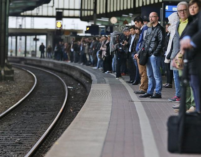 Štrajk zamestnancov verejného sektora dnes v Belgicku narušil vlakovú a autobusovú dopravu