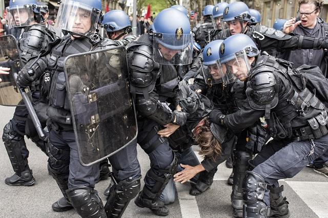 Svoju pripravenosť na zákrok v prípade teroristického útoku počas majstrovstiev Európy vo futbale preverovali francúzske bezpečnostné zložky a záchranári v pondelok na predmestí Lyonu