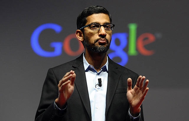 Na archívnej snímke z 2. marca 2015  viceprezident pred Android, Chrome a Apps Sundar Pichai