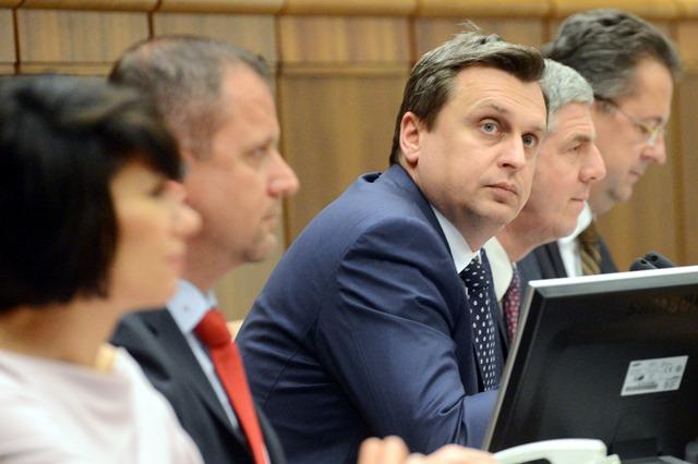 Na snímke podpredsedovia NR SR Lucia Nicholsonová, Andrej Hrnčiar, predseda NR SR Andrej Danko