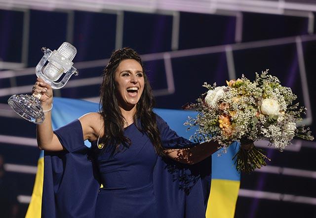 Na snímke krymská Tatárka Jamala z Ukrajiny vyhrala v autorskej piesňovej súťaži Eurovision Song Contest 2016